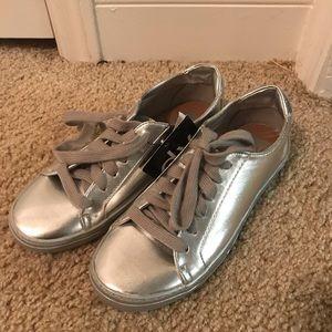 Metallic silver Sneakers!